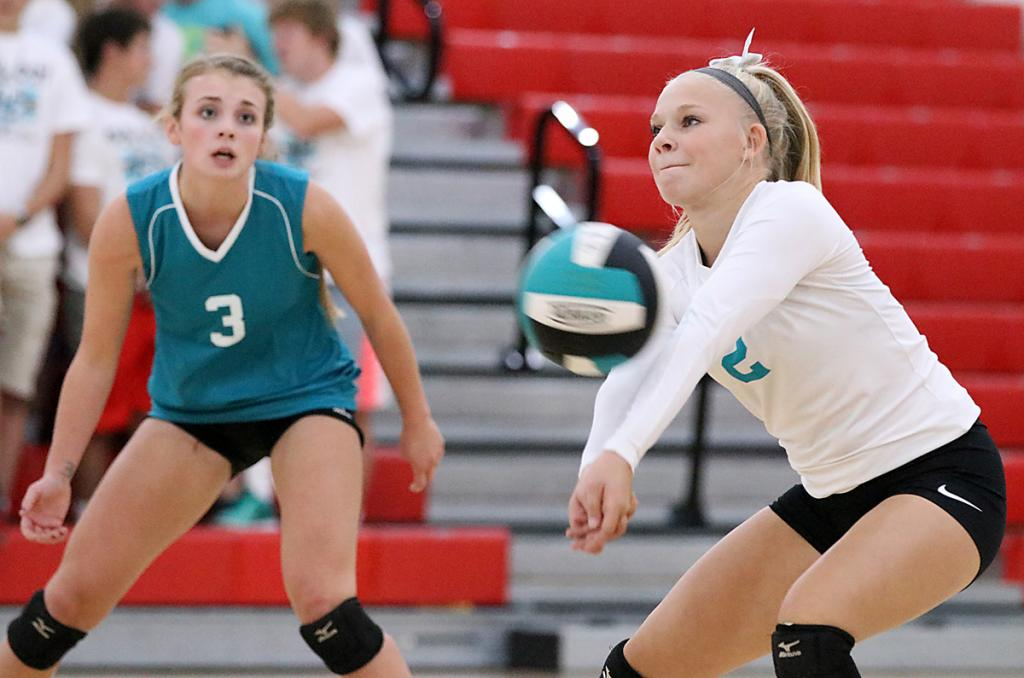 HCHS junior Lindsey Andersen receives a Red Oak serve Tuesday as Ashley Hall looks on.