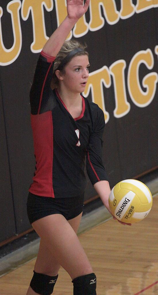HCHS sophomore Sidney Craig served 21-for-21 with an ace against the Lady Jays. (Photos by Mike Oeffner)