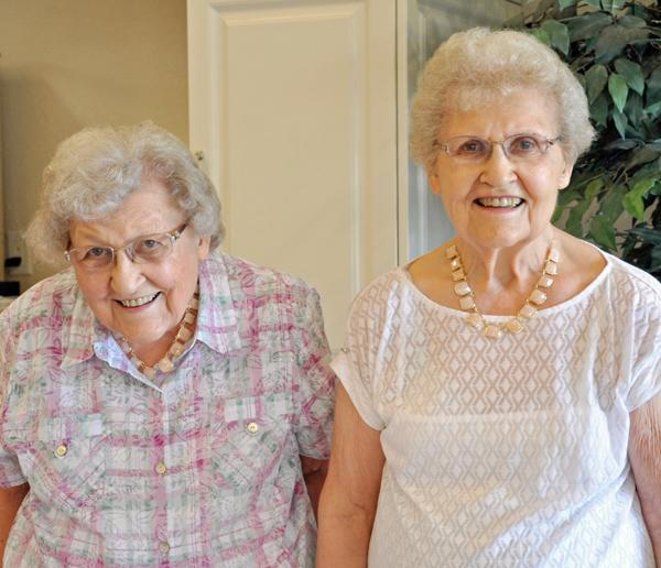 Twins Eunice Groelz and Marie Arentson