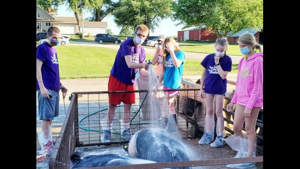 Cameron Hicks, Tony Sparandeo, Abigail Jacobsen, Brooke Goshorn, Katherine Schwery and Brooklyn Buck (L to R) participating in the Bacon Buddies program.