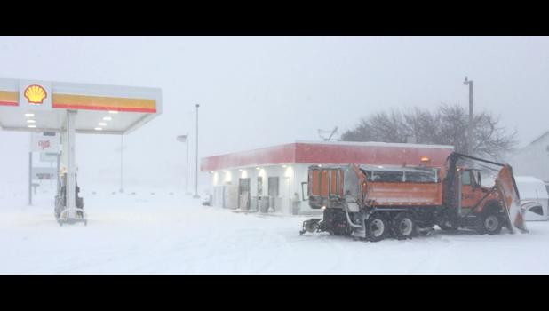 """Nat'l Weather service cuts estimates to 6 - 10"""" of snow...but it appears a moving target."""